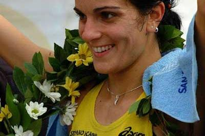 Anna Carmela Incerti after winning the 2003 women's race at the Florence Marathon (Lorenzo Sampaolo)