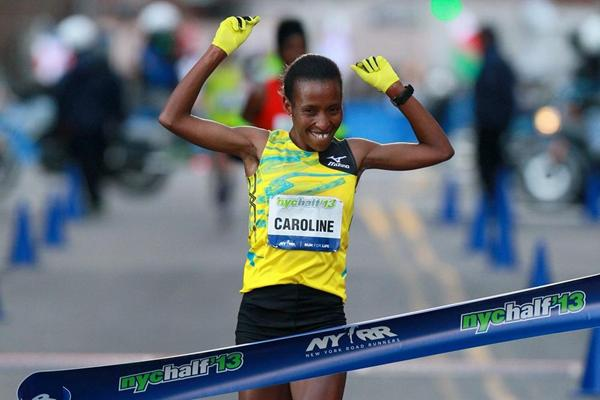 Caroline Rotich winning at the 2013 NYC Half Marathon (PhotoRun-NYRR)