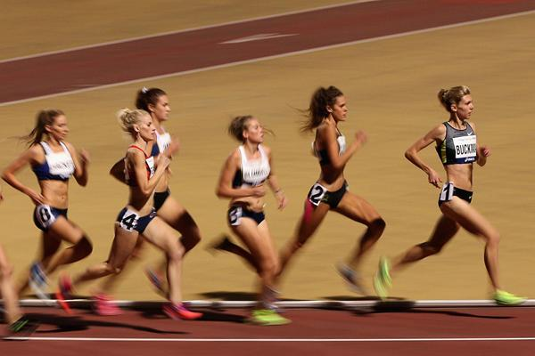 Zoe Buckman leads the field in the women's 1500m at the Australian Championships (Getty Images)