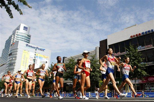 (Front L-R) Hong Liu of China, Olga Kaniskina of Russia and Vera Sokolova of Russia lead the pack during the women's 20km race walk  (Getty Images)