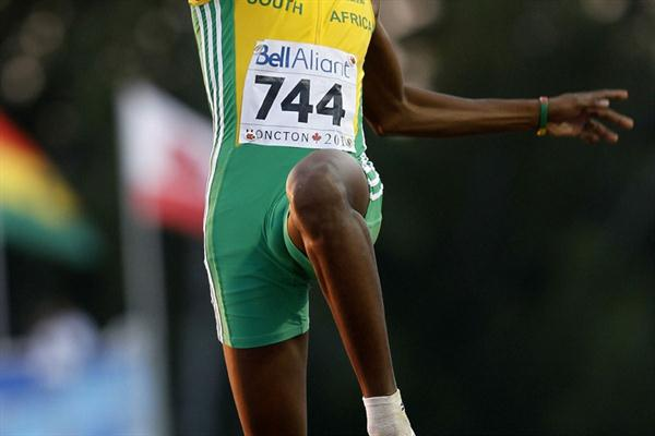 Luvo Manyonga of South Africa leaps to Long Jump gold with 7.99m (Getty Images)