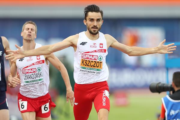 Adam Kszczot winning the European 800m title in Amsterdam (Getty Images)