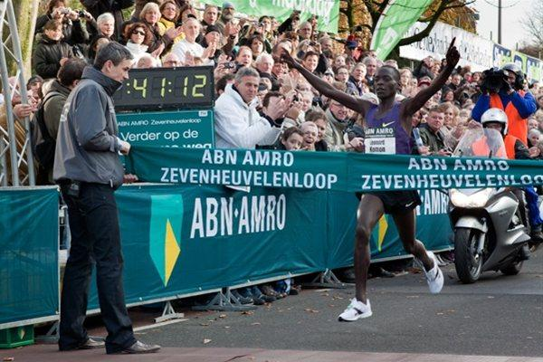 Leonard Komon takes the 15Km World record in Nijmegen (organisers)