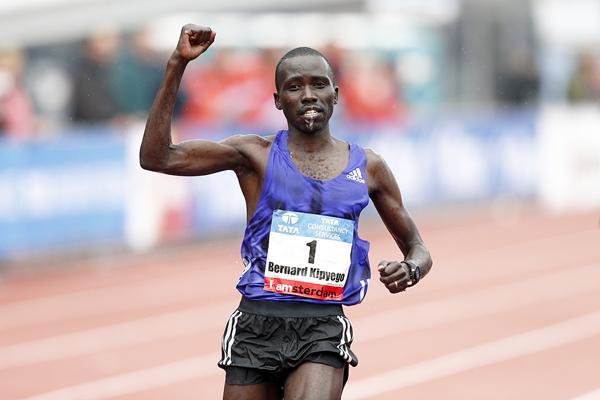 Bernard Kipyego wins the Amsterdam Marathon (AFP / Getty Images)