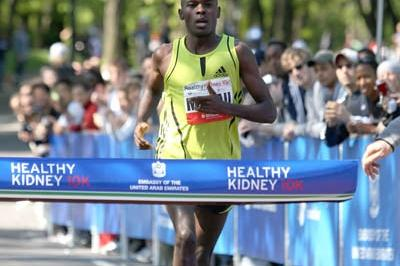 Patrick Makau winning 2009 Healthy Kidney 10K in Central Park (Victah Sailer)