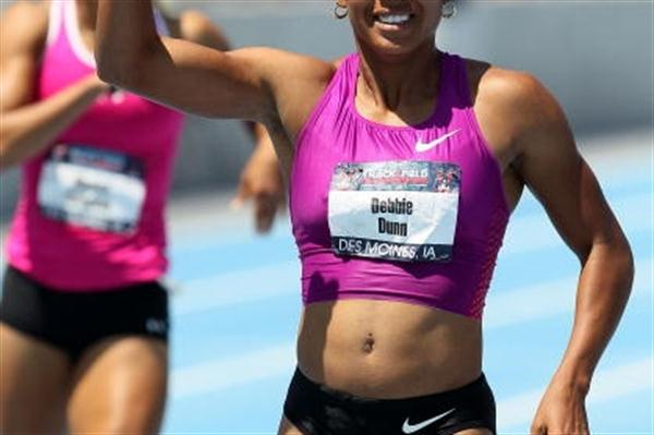 World Indoor champion Debbie Dunn acknowledges victory in the women's 400m at the 2010 USATF Nationals (Getty Images)