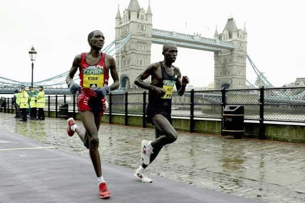 Sammy Korir (left) and Evans Rutto, the eventual winner of the 2004 London Marathon (Getty Images)