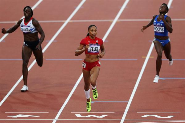 Allyson Felix of the United States finishes ahead of Anyika Onuora of Great Britain and Gloria Hooper of Italy in the Women's 200m heat on Day 10 of the London 2012 Olympic Games on 6 August 2012 (Getty Images)