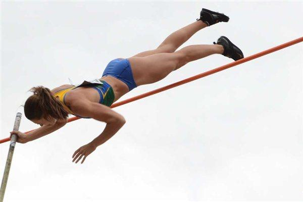 Fabiana Murer vaults at the 2011 South American Champs (Consudatle)