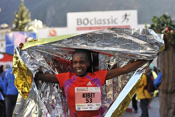 Kenya's Sylvia Kibet after winning the 2012 Boclassic on 31 December (Daniele Mosna)