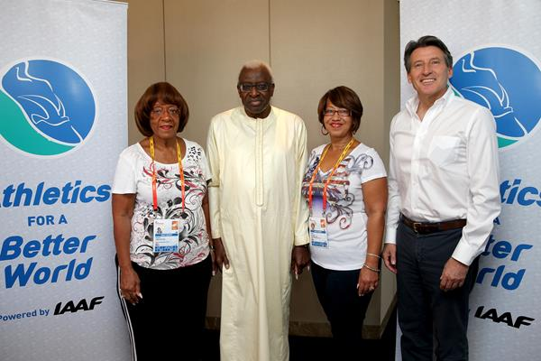 Beverly Owens Prather (right) daughter of Jessie Owens, IAAF Lamine President Diack, IAAF President elect Sebastian Coe and Donna Prather Williams, granddaughter of Jessie Owens (Getty Images)