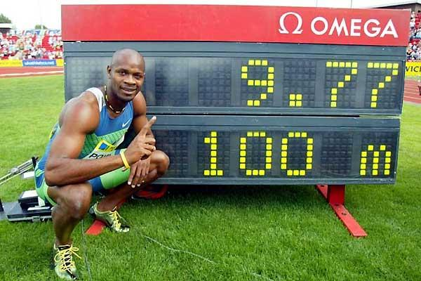 Asafa Powell crouches next to his World record clock in Gateshead (Mark Shearman)