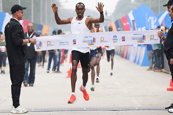 Birhanu Legese wins the Kolkata 25km (Procam International)