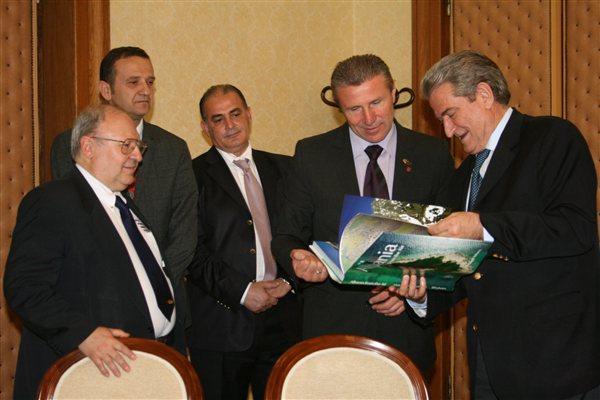 Albanian Prime Minister Salih Berisha (far right) with from left: Bruno Gozzelino, WMRA President; Nikolin Dionisi, FSHA Secretary; Gjiergi Ruli, FSHA President; and IAAF Vice President Sergey Bubka (WMRA)