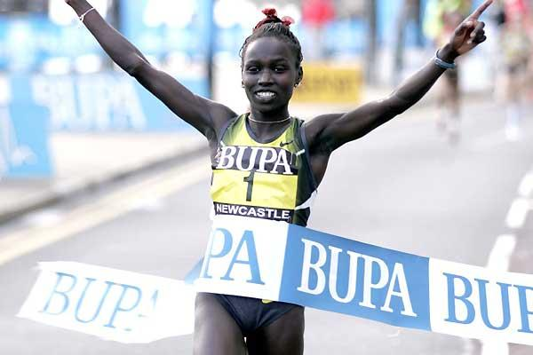 Kenya's Vivian Cheruiyot takes easy 3km win in Newcastle (Mark Shearman)