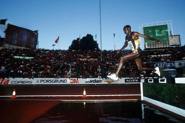 Moses Kiptanui in action in Oslo in 1993 (Getty Images)