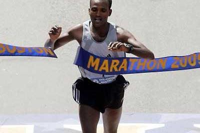 Ethiopia's Hailu Negussie wins the 2005 Boston Marathon (Getty Images)