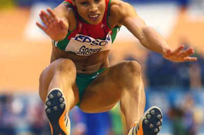 Naide Gomes flies through the air in the women's long jump final (Getty Images)