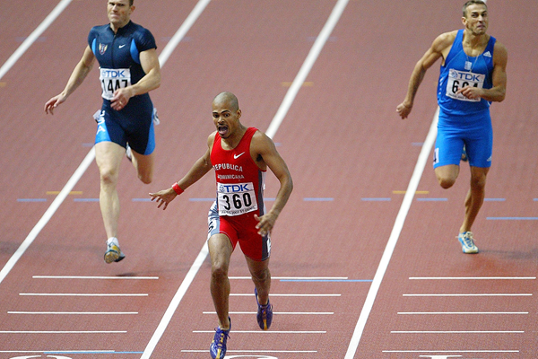 Felix Sanchez wins the 2003 world 400m hurdles title in Paris (Getty Images)