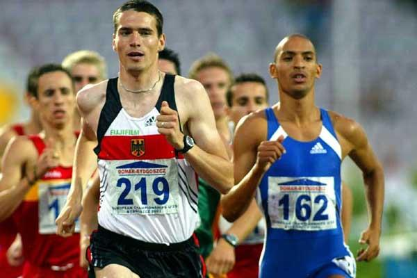 Germany's René Herms (gold) leads Florent Lacasse (Silver) of France in men's 800m (Mark Shearman)