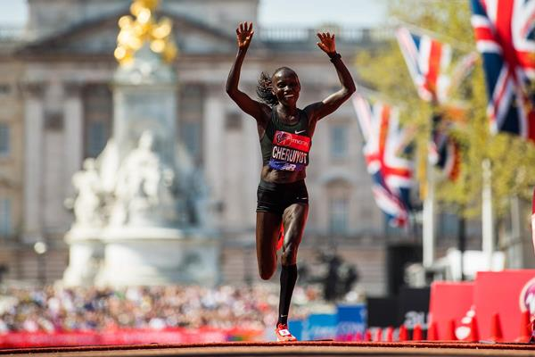 Vivian Cheruiyot wins the London Marathon (Getty Images)