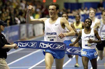 Craig Mottram signals a high class win in the Two Miles - Boston (Victah Sailer)