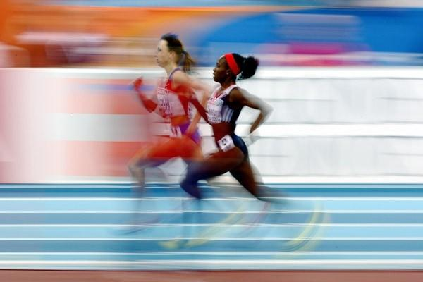 Mariya Savinova overtakes Marilyn Okoro on her way to a 1:58.10 victory in the women's 800m final (Getty Images)