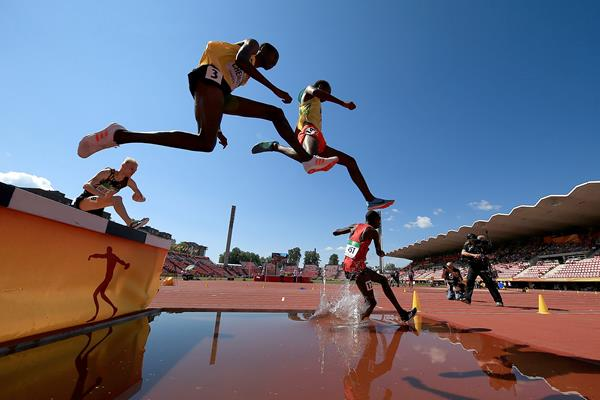 Athletes clear the water barrier in the 3000m steeplechase at the IAAF World U20 Championships Tampere 2018 (Getty Images)