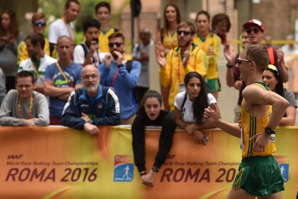 Jared Tallent being cheered on by the crowd at the IAAF World Race Walking Team Championships Rome 2016 (Getty Images)