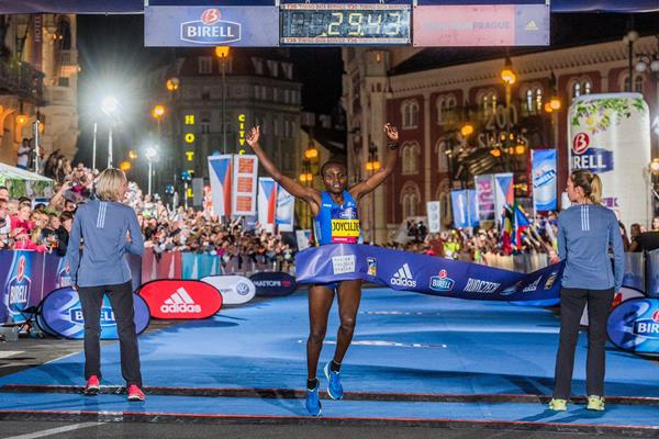 Joyciline Jepkosgei breaks the world 10km record in Prague (Organisers)