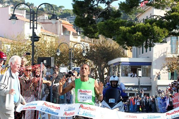 Atsede Tsegay smashes the course record at the Marseille-Cassis road race (Maindru Photo)