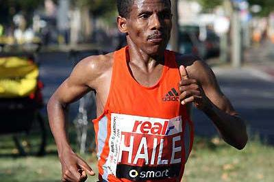Haile Gebrselassie on course at the Berlin Marathon (Victah Sailer)