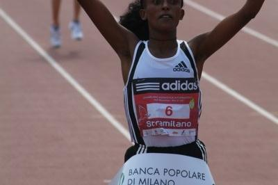Aberu Kebede Shewaye after her course record victory at the Stramilano (Lorenzo Sampaolo)