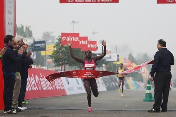 Florence Kiplagat wins the women's race at the 2013 Delhi Half Marathon (Organisers)