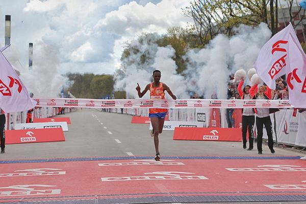 Felix Kimutai wins the Orlen Warsaw Marathon (Organisers)