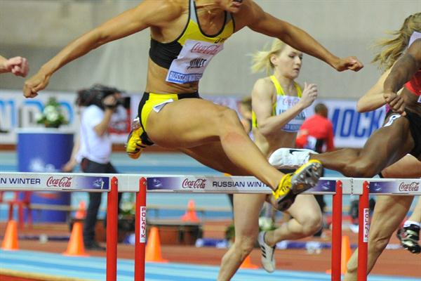 Lolo Jones on the way to her 7.89 meet record in Moscow (Nikolay Matveev)