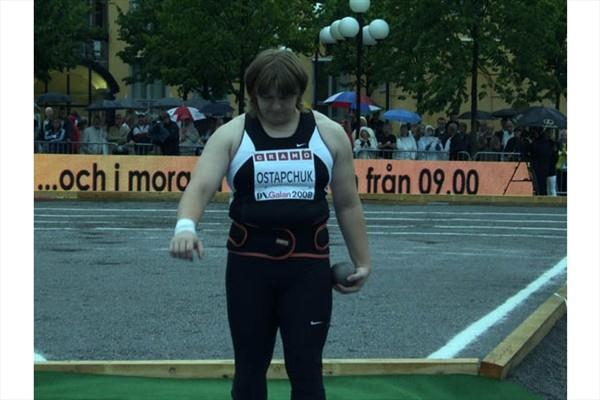 Nadezhda Ostapchuk prepares to put in very rainy conditions in Stockholm (Chris Turner)
