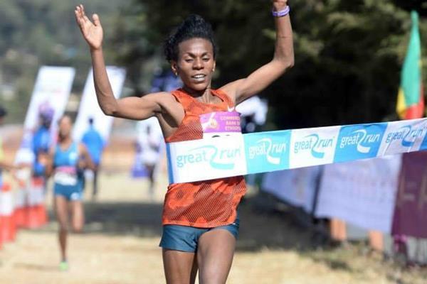 Wude Ayalew takes her third win at the Great Ethiopian Run (Jiro Mochizuki)