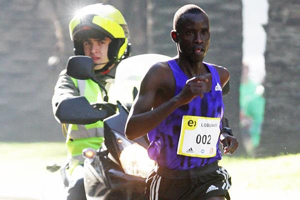Luka Rotich Lobuwan on his way to victory at the 2015 Santiago de Chile Marathon (Oscar Muñoz Badilla)
