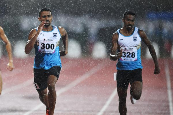 Muhammed Anas (l) leads a 1-2 finish for India in the 400m at the Asian Championships (AFP/Getty Images)