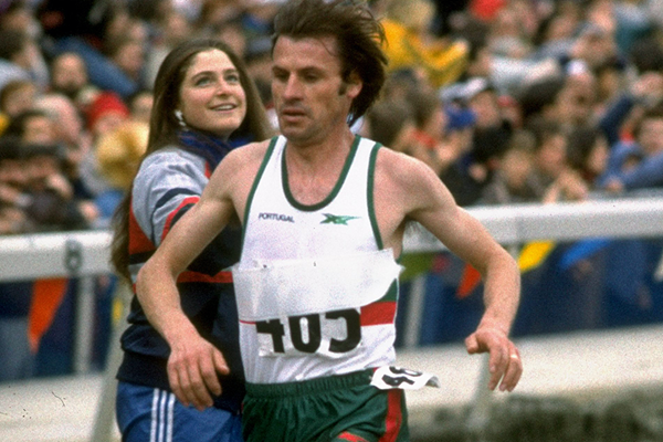 Carlos Lopes wins the senior men's race at the 1984 IAAF World Cross Country Championships in East Rutherford (Getty Images)