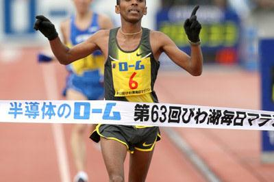 Big PB for Yared Asmeron at the Lake Biwa Marathon (Victah Sailer)