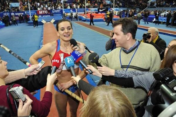 Isinbayeva is interviewed in Donetsk after her 5m World indoor record (Zepter)