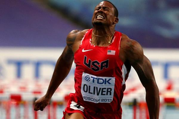 USA's David Oliver wins the 2013 world 110m hurdles title in Moscow (Getty Images)