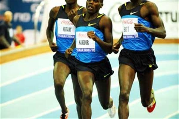 Haron Keitany of Kenya the eventual winner battles around outside during the 1000m at the 2009 Russian Winter meeting (Jiro Mochizuki (Agence Shot))