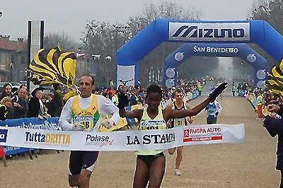 Dorcus Inzikuru of Uganda wins the 2006 Tutta Dritta 10km in Turin (c)