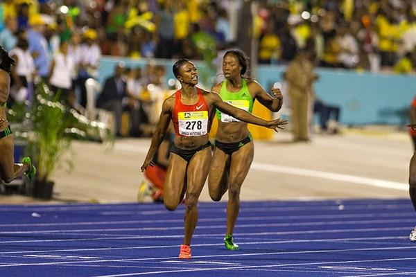 Carmelita Jeter improves the 2011 world lead to 10.86 in Kingston (Errol Anderson)