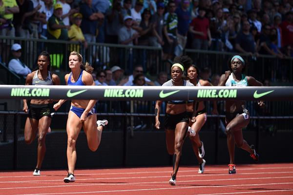 Tori Bowie (right) wins the 200m at the 2016 IAAF Diamond League meeting in Eugene (Kirby Lee)
