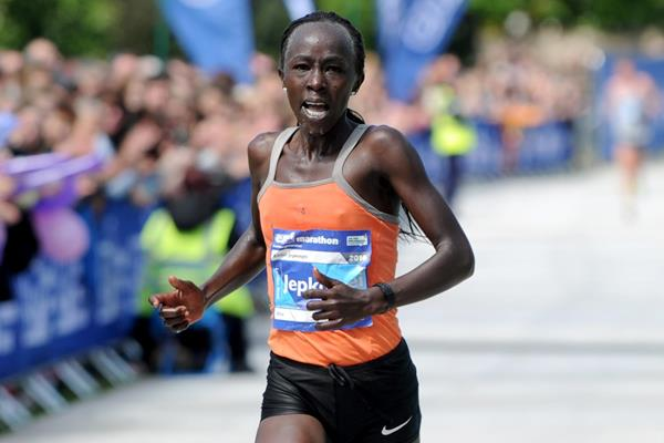Eddah Jepkosgei winning the 2016 Edinburgh Marathon (Lesley Martin)