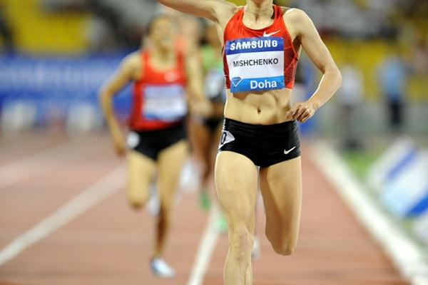 Anna Mishchenko en route to a dominating 1500m win in Doha (Jiro Mochizuki)